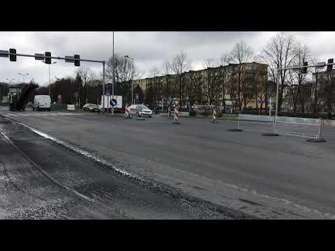 Wideo1: Południowa jezdnia Alei Jana Pawła II zamknięta