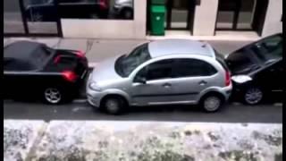 Девушка припарковалась