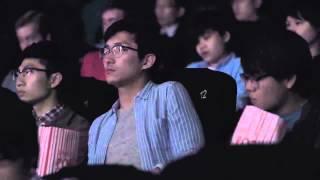 Dostali smsy, gdy byli w kinie… To, co stało się sekundę później, wprawiło w osłupienie absolutnie wszystkich