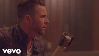 Purchase David Nail's latest music: http://umgn.us/davidnailpurchaseStream the latest from David Nail: http://umgn.us/davidnailstreamSign up to receive email updates from David Nail: http://umgn.us/davidnailupdatesWebsite: http://www.davidnail.comFacebook: https://www.facebook.com/DavidNailInstagram: https://www.instagram.com/davidnailTwitter: https://twitter.com/davidnailMusic video by David Nail performing Kiss You Tonight. (C) 2014 MCA Nashville, a Division of UMG Recordings, Inc.