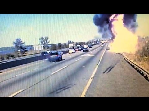 Video Truck Driver Dies in Fiery Crash Trying To Avoid Falling Mattress download in MP3, 3GP, MP4, WEBM, AVI, FLV January 2017