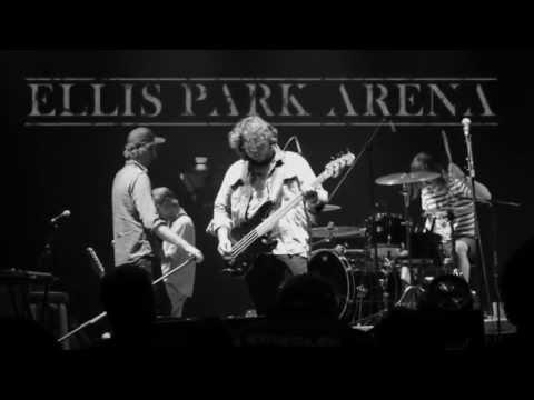 Die Heuwels Fantasties – Sonrotse (Live Ellispark Arena) (Ft. Francois van Coke en Van Coke Kartel)