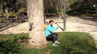 Sentadilla rodando balon con la espalda