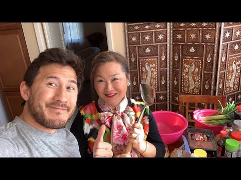 Cooking Korean Food W/ MOMIPLIER