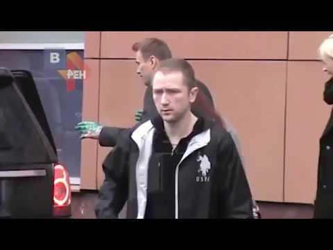 РЕН-ТВ заботливо замазало лицо напавшего на Навального
