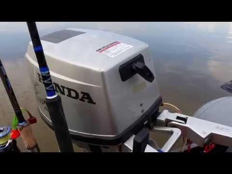 разобрать лодочный мотор хонда 20 видео