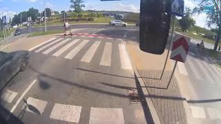 Wjechał motocyklem w 6-letnią dziewczynkę na przejściu i uciekł