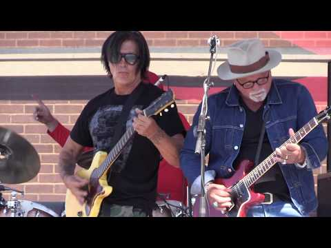 George Lynch & Derek St. Holmes perform