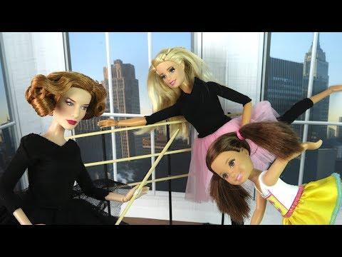 ПЕРВЫЙ УРОК В БАЛЕТНОЙ СТУДИИ Мультик Барби Школа Девочки Играют в Куклы - DomaVideo.Ru