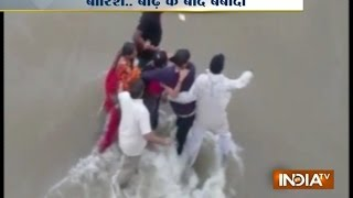 Morbi India  city pictures gallery : Family Tries to Save Life after Water from Morbi Dam Released - India TV