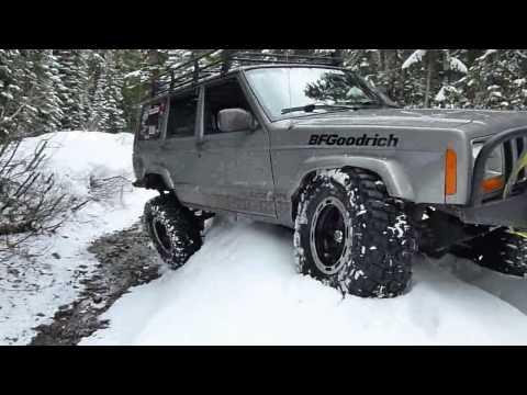 lifted Jeep Cherokee Snow Run to Elk Lake in Oregon