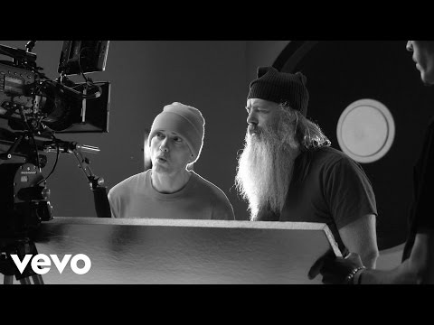 Eminem – Berzerk Explained: Behind The Scenes 1