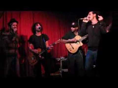 Tekst piosenki Serj Tankian - Girl (beatles cover) po polsku