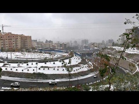 Το πρώτο χιόνι «έδιωξε» προσωρινά το νέφος από την Τεχεράνη
