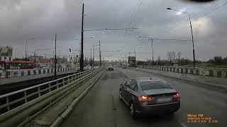 Szeryf hamuje przed trojelbusem… szybko tego pożałował – Polska