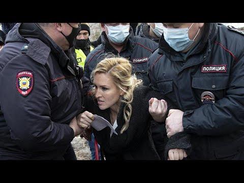 Les partisans de Alexeï Navalny, malade, arrêtés devant sa prison