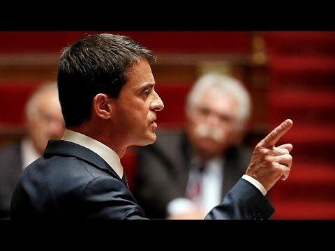Γαλλία: «Πέρασε» ο νόμος για τα εργασιακά – Μαζικές αντιπολιτευτικές διαδηλώσεις