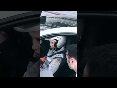 Wanda Nara… la bionda più veloce di Monza!