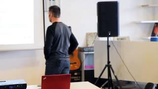 Foto z akcie BarCamp Bratislava prednáša Pavol Draxler.