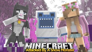 Minecraft Little Kelly : ATTACKED BY A SNOW MONSTER! w/Little Carly & Cassie The Cat!