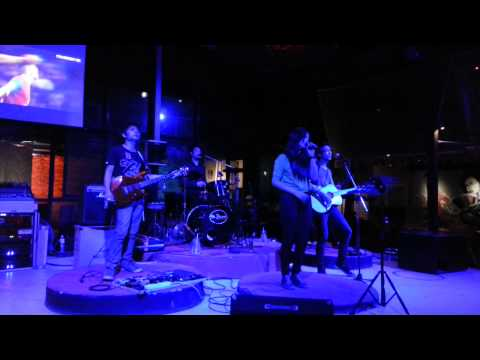 Broken Conners Feat.Gift (กิ๊ฟท์ อัญชิษฐา) - แค่คุณ - Musketeers (Cover) Live@Fin Outdoor Lounge