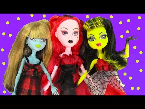 monster - SUBSCRIBE: http://www.youtube.com/channel/UCelMeixAOTs2OQAAi9wU8-g?sub_confirmation=1 Check out this Ghouls Girlz Doll, she reminds me of Monster High dolls. Join the fun of dressing up ...
