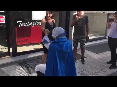 Italia: ¡¡¡El principe azul existe!!! (VIDEO)