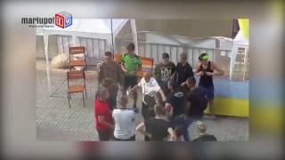 Под зданием областной прокуратуры в Мариуполе подрались митингующие