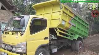 Video Dump Truck Mitsubishi Fuso Canter HD Stuck MP3, 3GP, MP4, WEBM, AVI, FLV Juni 2018