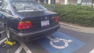J*bać straż miejską! Dla tego gościa blokada na kole w BMW to żaden problem!