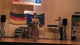 Është E Jona Shqipëria/Lola Kelmendi