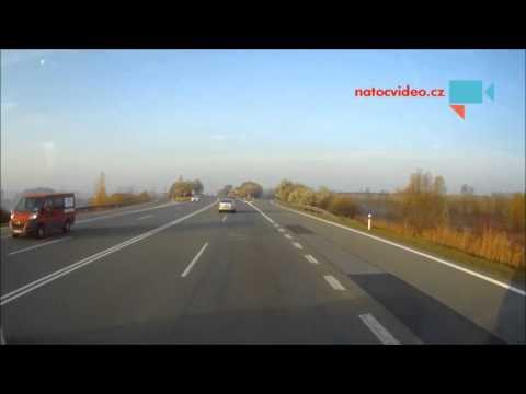 Poprostředku dálnice