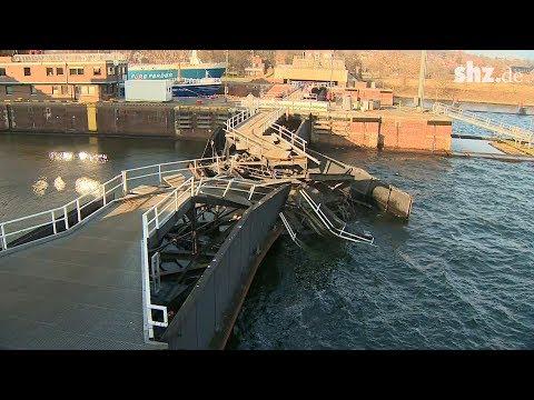 Schiffsunfall in Kiel Holtenau: Totalschaden an Schle ...