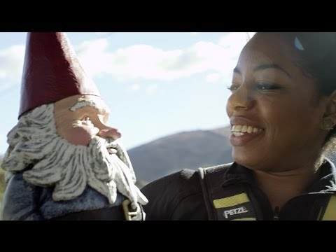 The Travelocity Roaming Gnome | #iWannaGo Bungee Jumping