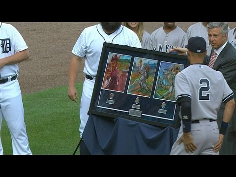 Video: NYY@DET: Tigers present Jeter with gifts before game