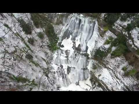 Les magnifiques cascades du Hérisson sous la neige, hiver 2021