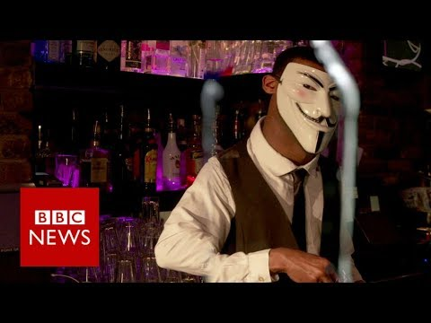 Russia's (dis)information warfare (Newsnight) - BBC News
