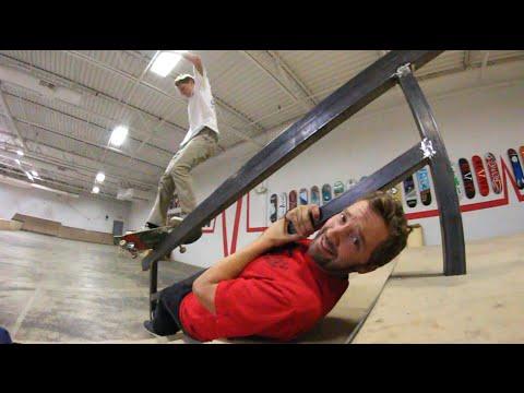 DANGEROUS SKATEBOARDING OVER A FRIEND!_Legjobb vide�k: Extr�m