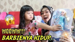 Download Video BARBIE ELSA BISA NYALA DAN HIDUP. UNBOXING FROZEN MP3 3GP MP4