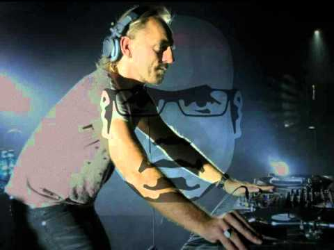 Kieloview - Carl Cox & Sven Vth @ Cross Club, London d(^_^)b Okay, here some tracks: 0:01 - 7:30 Manticore -- Slaves (Bracaccio & aisher dub) 7:31 - 13:30 Danny Howells...
