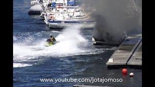 Koleś na skuterze wodnym, kręcąc bączki gasi pożar łodzi