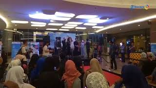 Nonton Meet And Greet Cast Film Terbang Menembus Langit Di Lippo Plaza Film Subtitle Indonesia Streaming Movie Download
