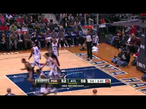 LaMarcus Aldridge up and under on Josh Smith