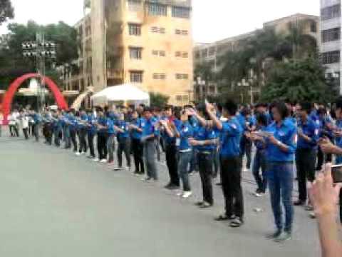 Tiết mục nhảy 9 bước của đội tình nguyện Bách Khoa
