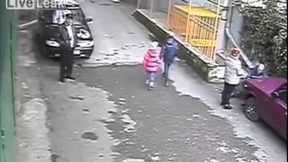 Dobry sposób na pozbycie się auta idiotki która zastawiła Ci garaż – jej mina bezcenna!