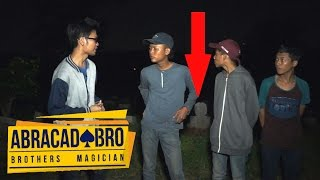 Video SEREM! Arwah Orang Meninggal Menulis Namanya Sendiri? | abracadaBRO Magic Paranormal Experience MP3, 3GP, MP4, WEBM, AVI, FLV September 2017