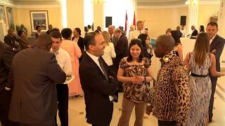 Ambasadoru Angole Žozeu Žoau Manuelu narodni poslanik Dragomir J.Karić danas je uručio orden porodice Karić na...