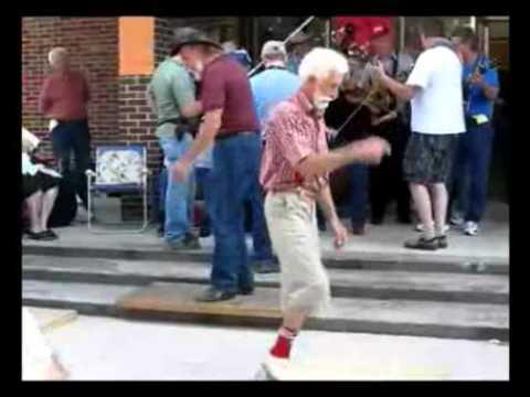 Dos abuelos bailando Party Rock