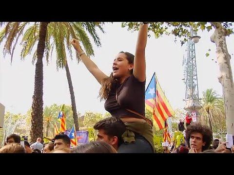 العرب اليوم - شاهد: كاتالونيا تتحدّى حملة إسبانيا لوأد استفتاء الانفصال