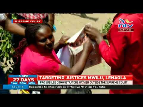 Pro Jubilee demonstrators gather outside supreme court (видео)